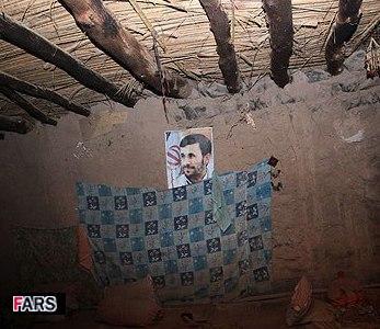 استاندار کرمان: عکس محمود احمدی نژاد جلو ریزش یک دیوار در برابر زلزله را گرفته است!
