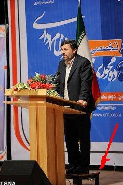 زیر پایی زاپاس احمدی نژاد در سخنرانیها