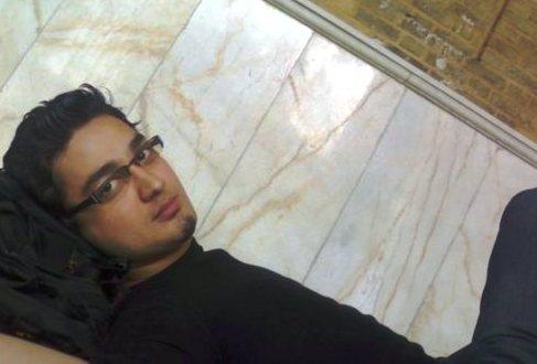 علی خدابخش، هنگام استراحت در مسجد دانشگاه شریف