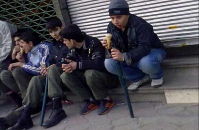 نوجوانان چماقزن! در حال تجدید قوا جهت زدن اساتید دانشگاه و نخبگان ملت در 25 بهمن