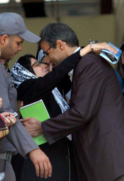 نسرین ستوده: در آغوش کشیدن همسر با دستهای بسته!