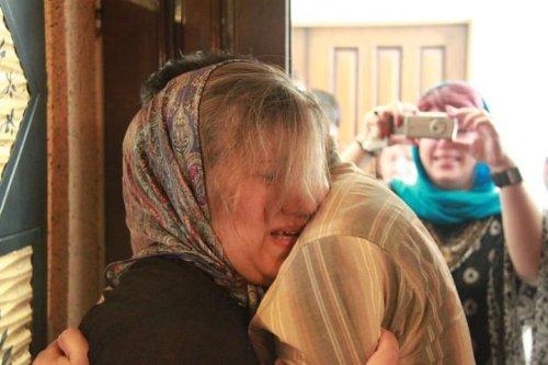 لحظه عاشقانه وداع زیدآبادی و همسرش