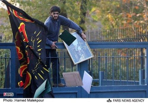 حمله دانشجونماها به سفارت انگلیس
